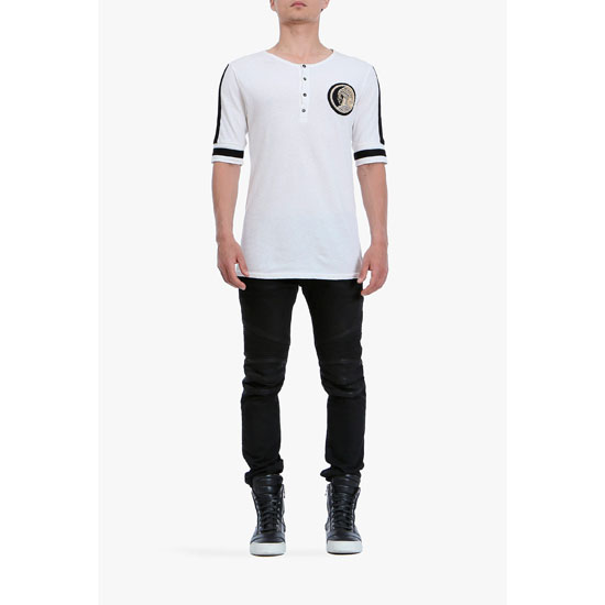 BALMAIN MEN COTTON SHORT-SLEEVED HENLEY T-SHIRT WITH BADGE
